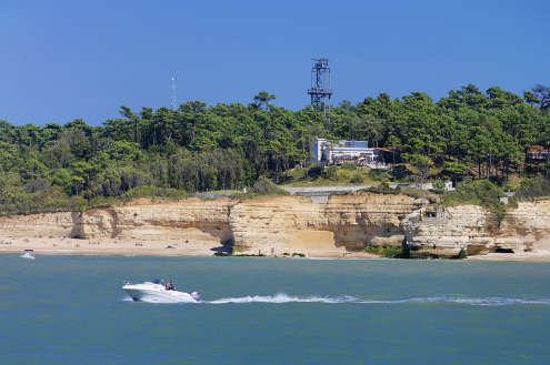 le Parc de l'Estuaire vu de la mer à St.Georges de Didonne