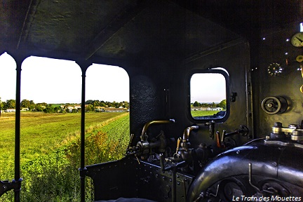 vue intérieure d'une locomotive à vapeur